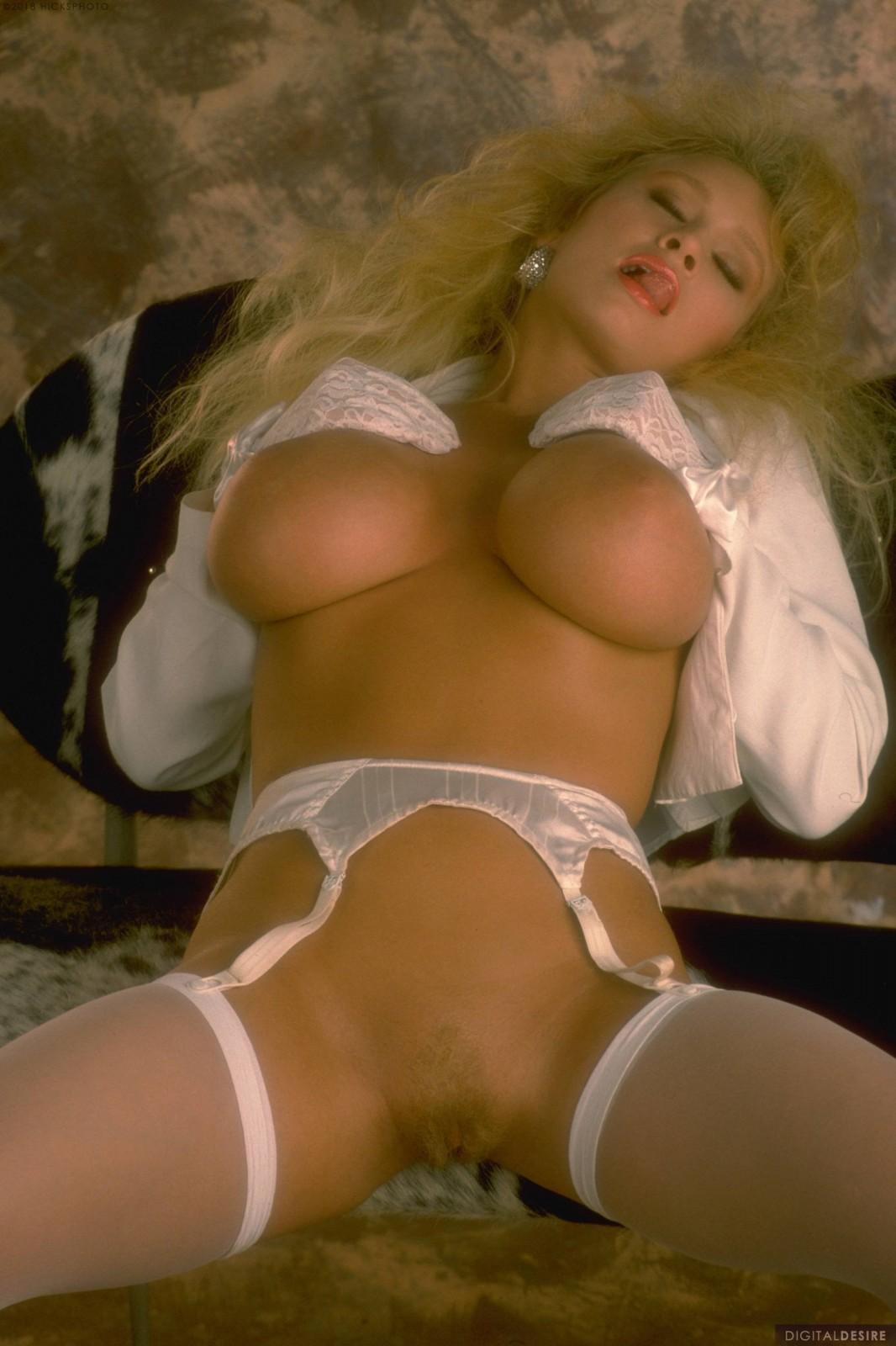 Marilyn Jones  nackt