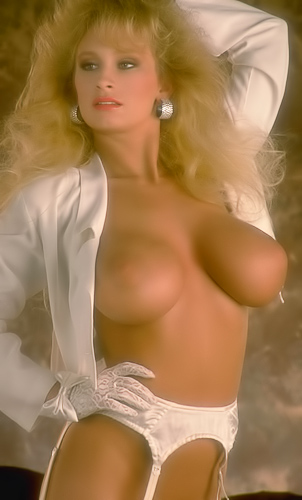 Marilyn Mellons shows off her huge tits